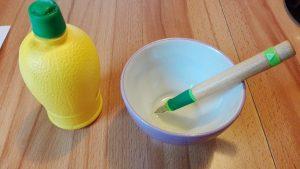 Füller mit Stift und Zitronensaft